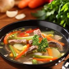 maisto-fotografavimas-sriuba-su-jautiena