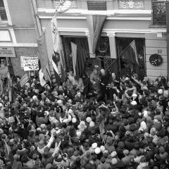 1989-02-16-prie-signataru-namu