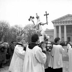 1989-03-04-Kazimiero-palaiku-grazinimas-i-Katedra