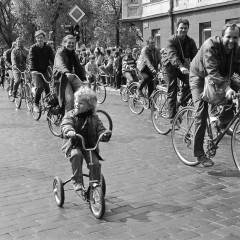 1990-04-29-dviraciais-pries-blokada